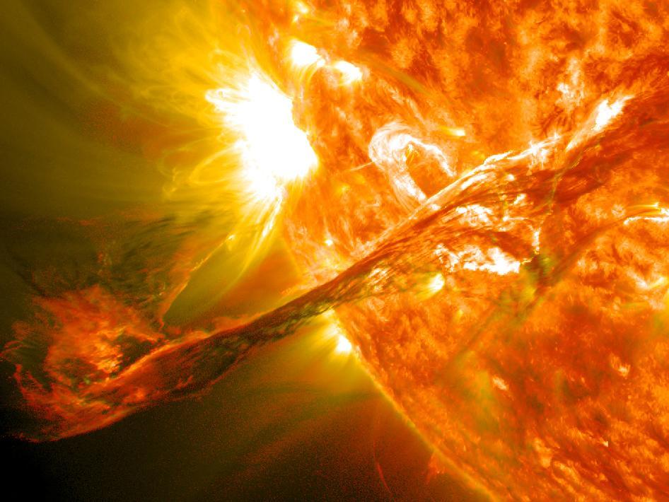 Các vụ nổ trên Mặt trời giải phóng một nguồn năng lượng rất lớn