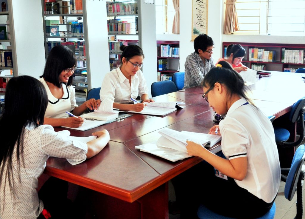 Nghiên cứu sách báo giúp thí sinh nâng cao kiến thức chuyên môn