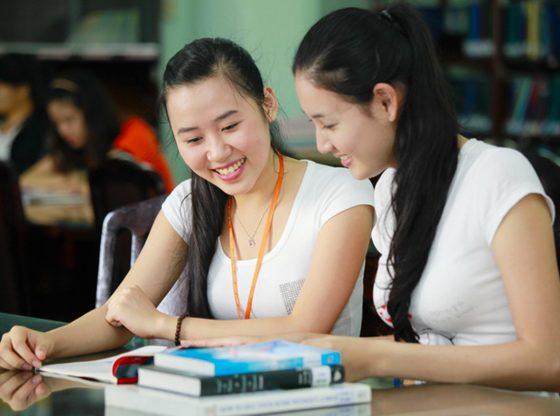 Sách là nguồn cung cấp kiến thức phổ thông hiệu quả cho thí sinh