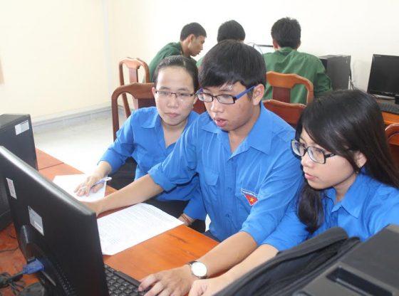 Internet là nguồn cung cấp kiến thức phổ thông tuyển sinh đa dạng nhất hiện nay